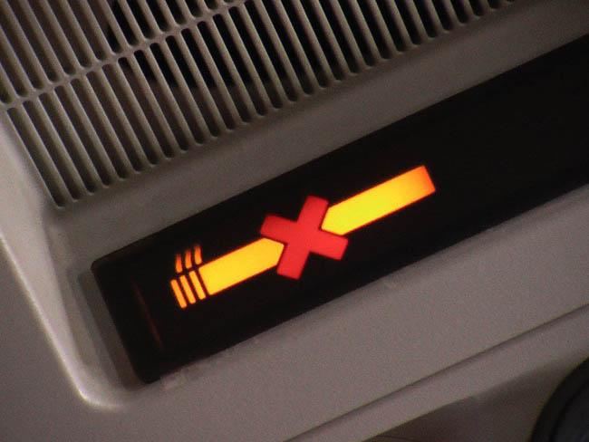 """SHGM'den uçakta """"sigara"""" cezası"""