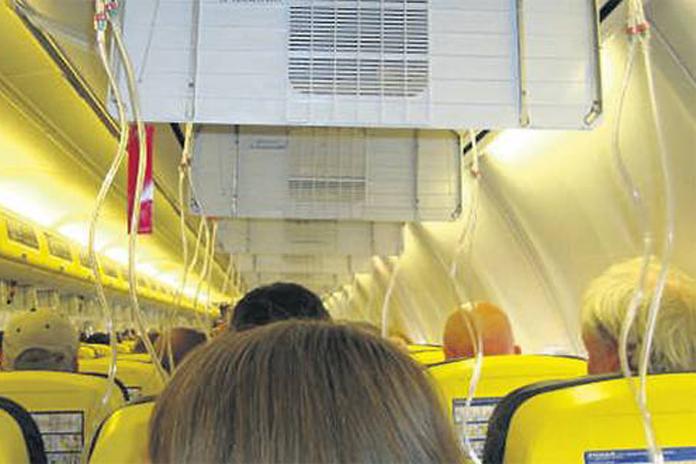 Rynair'in Almanya semalarında oksijen maskeleri açıldı