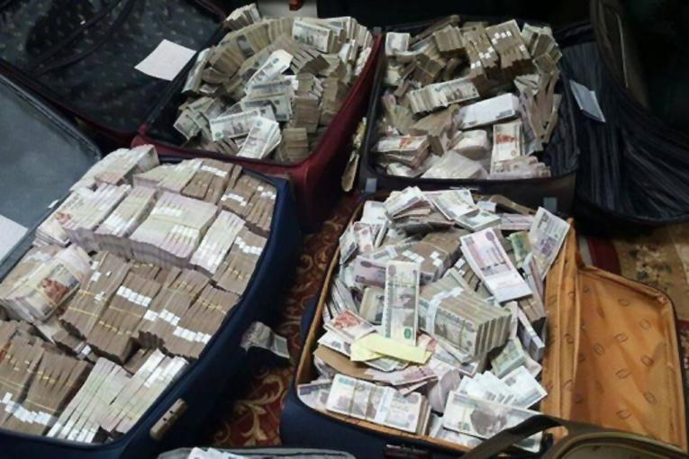 2 Türk, 2 Alman vatandaşın valizlerinden 8 trilyon lira çıktı