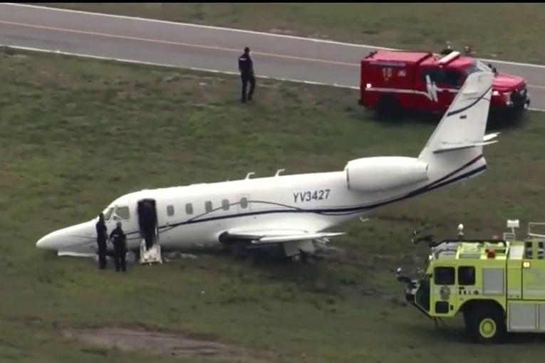 ABD'de Florida'da Gulfstream G100  kalkışta pistten çıktı