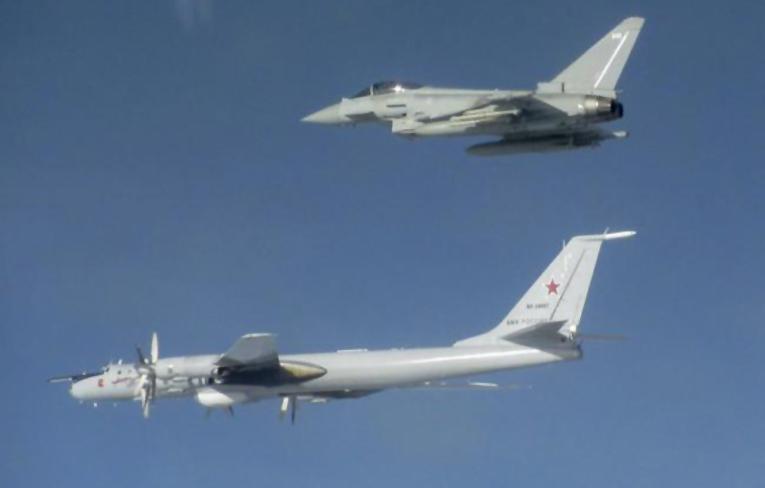 Tu-142 deniz keşif uçaklarına RAF ve Norveç'ten önleme
