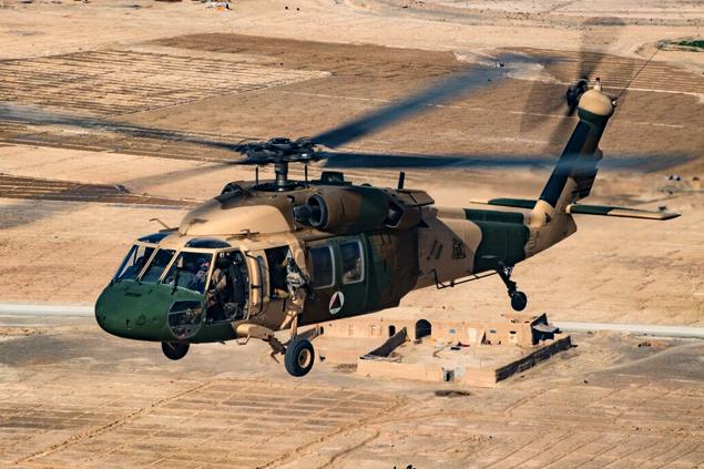 Afganistan Ordusu'nun UH-60'ı düştü; 3 kişi hayatını kaybetti